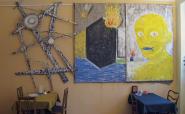 Novotný útočí z cukrárny -Jan Novotný, Vesmírná tělesa nezajímá hořící dům,kavárna Serpentina, Praha-Letná,prosinec 2004