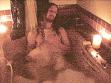 Ježíš čeká na výherkyni ve vaně