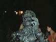 Nahoře a vlevo dole: Roman Týc, Ohnívání, 2003, performance na Václavském náměstí v Praze, foto: Prokop Bartoníček