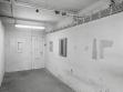 Pohled na objekty Jiřího Kovandy během kolektivní výstavy To, co zbývá, Praha, 1993, foto: Martin Polák