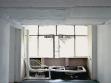 Micol Assaël, Nespavost, 2004, elektrické součástky, kouř, okna, led, kompresory. foto: Giuseppe Gernone
