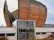 Bývalý maďarský pavilon, který se skupina managerů obývajících jeho přízemí pokouší prodat. V nepoužitelném tvaru nabízejí vybudování dalších pater. Foto: Christian Laukemper, 2004