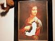 Jerzy Kosalka, Dáma bez hranostaje, 2004, reprodukce obrazu Leonarda da Vinci a vycpaný hranostaj.