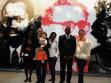 Comisarios del pabellón africano. Luanda Pop al fondo del Pabellón. Repro: Alena Boika