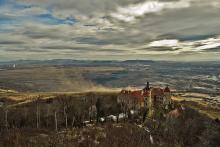 Ibra Ibrahimovic: Pohled na zámek Jezeří ze svahů Krušných hor - únor 2016